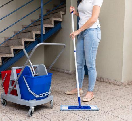 lépcsőház takarítás