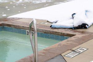 téli medencetakaró
